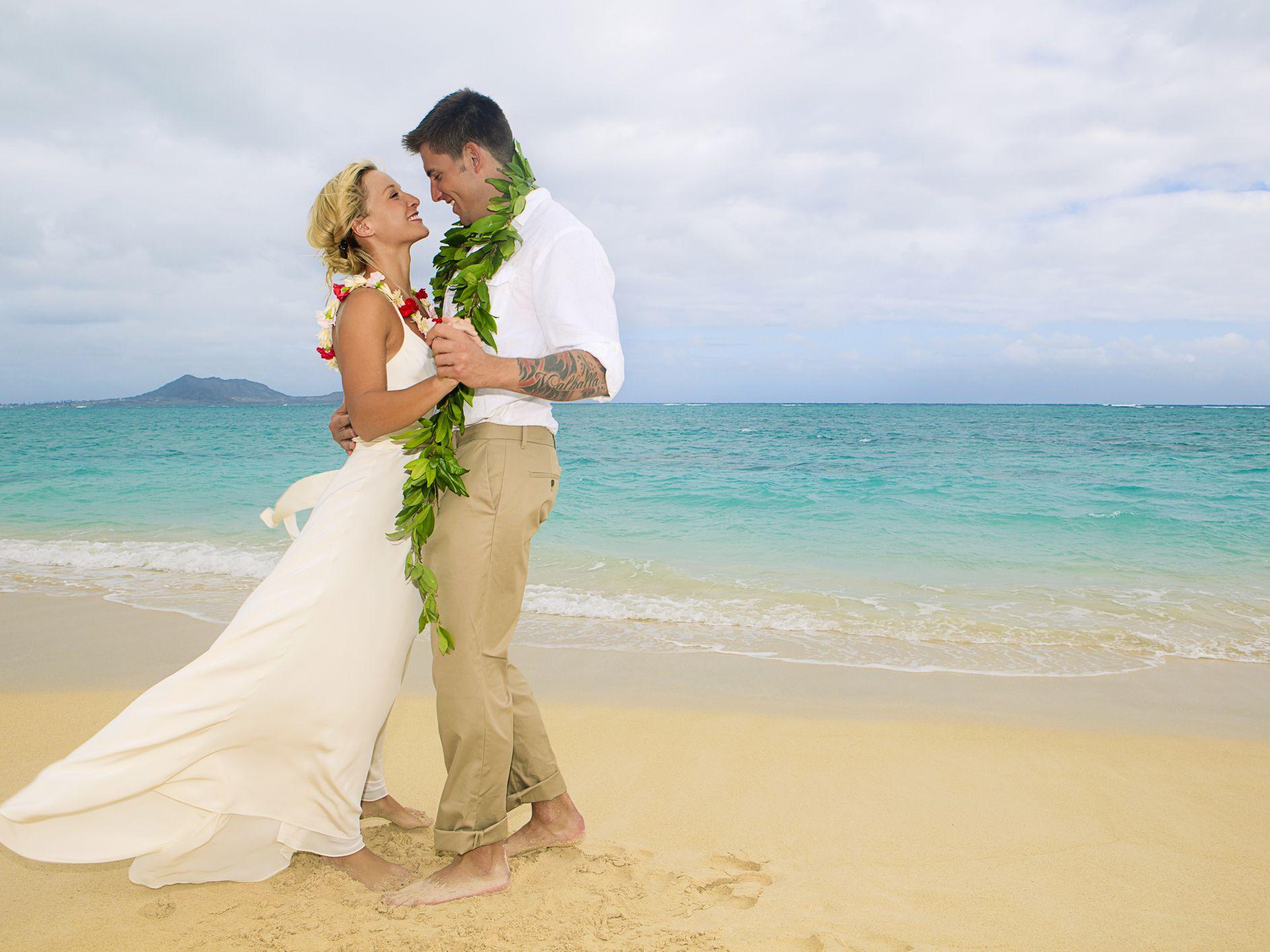 Hawaii Wedding Attire - Dos and Don'ts
