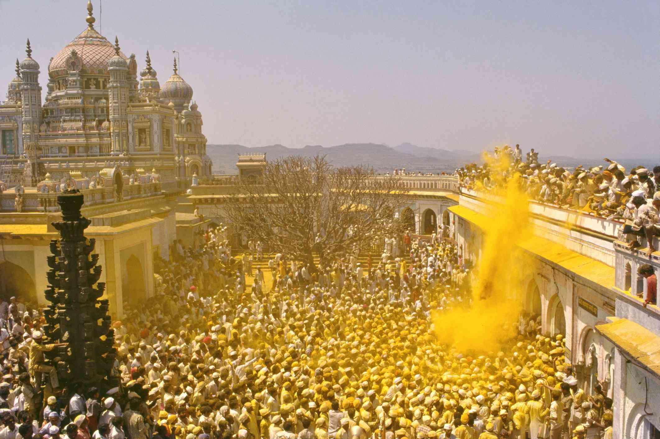 Las mujeres celebran el Festival Teej en Jaipur