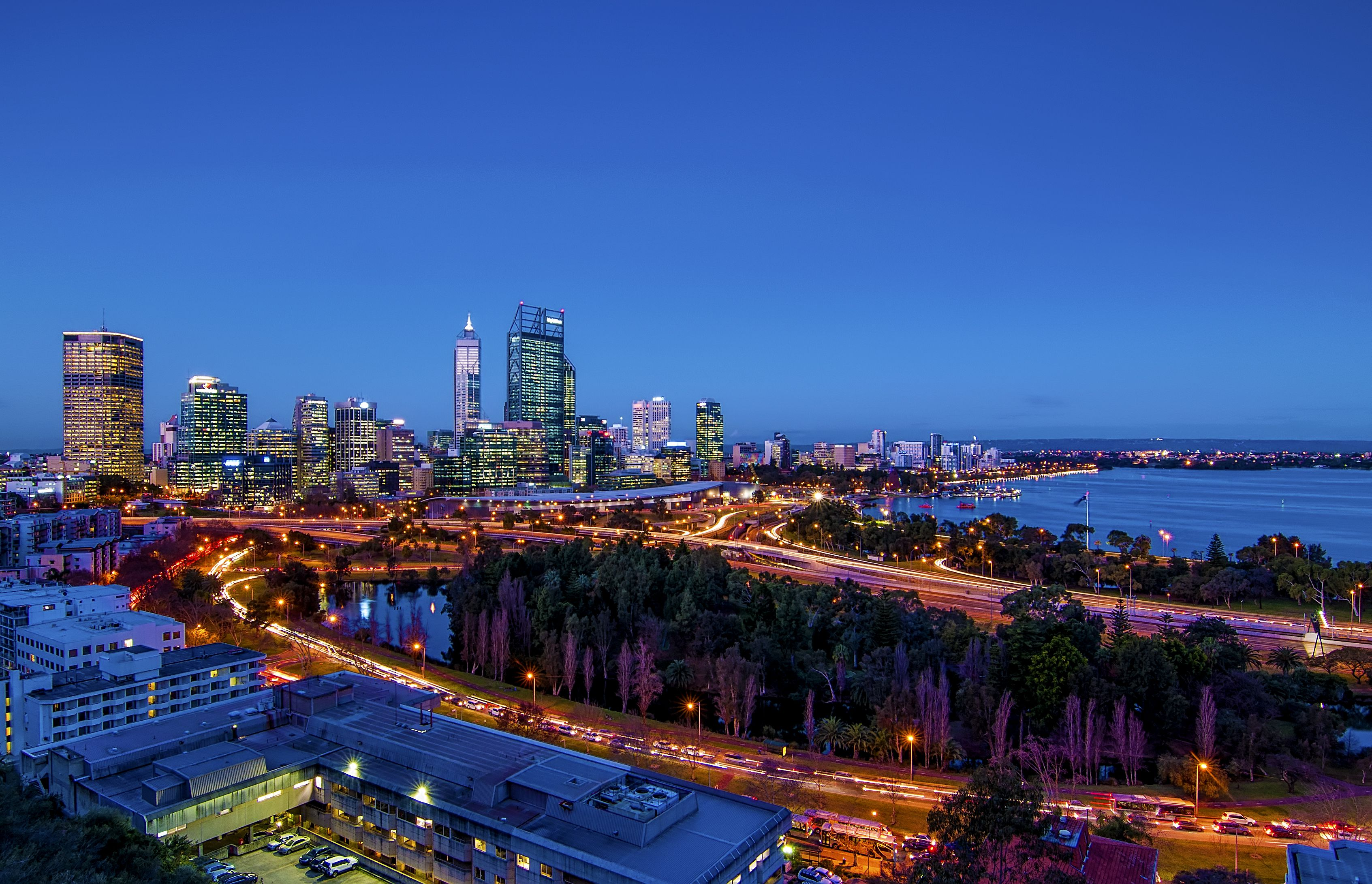 Nightlife in Perth: Best Bars, Clubs, & More
