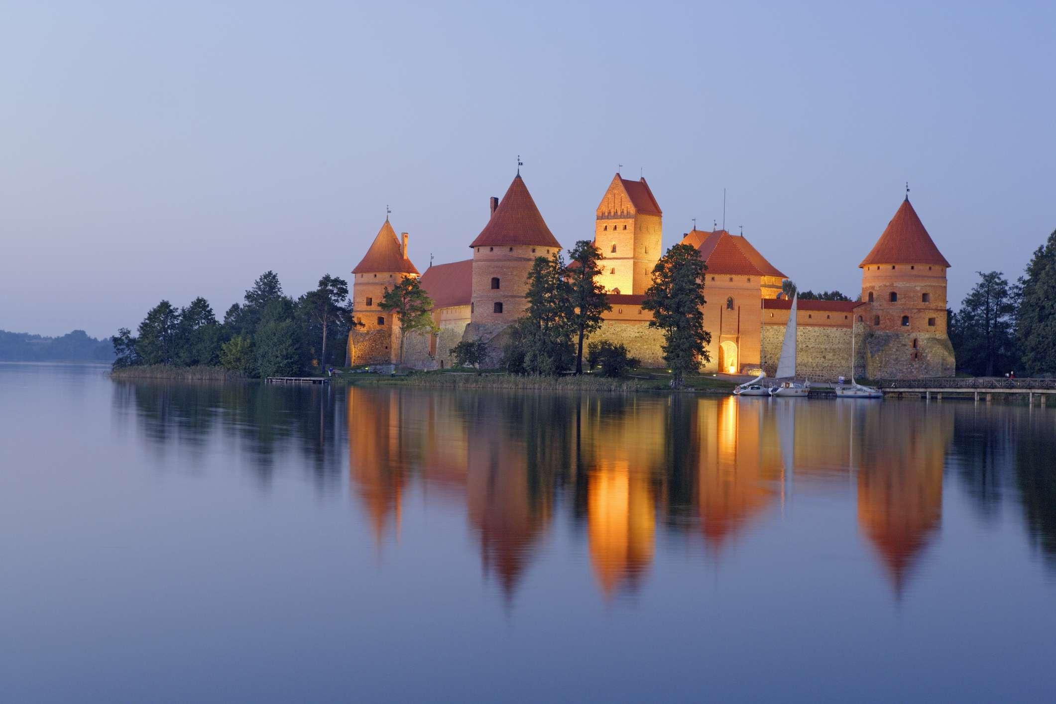 Isla de Trakai Castillo en el lago Galve