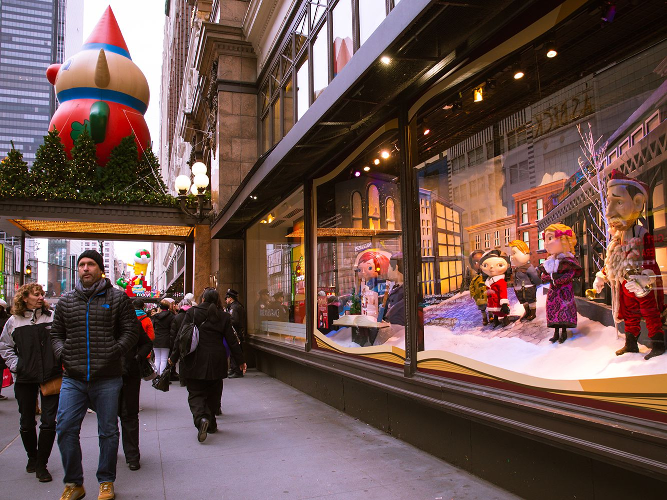 Christmas Windows New York 2021 Visit These Holiday Window Displays In New York City