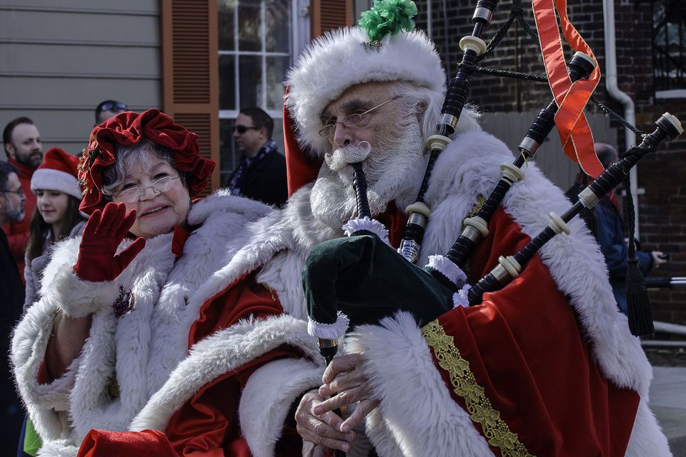 Mr. and Mrs. Claus at Alexandria's Scottish Walk