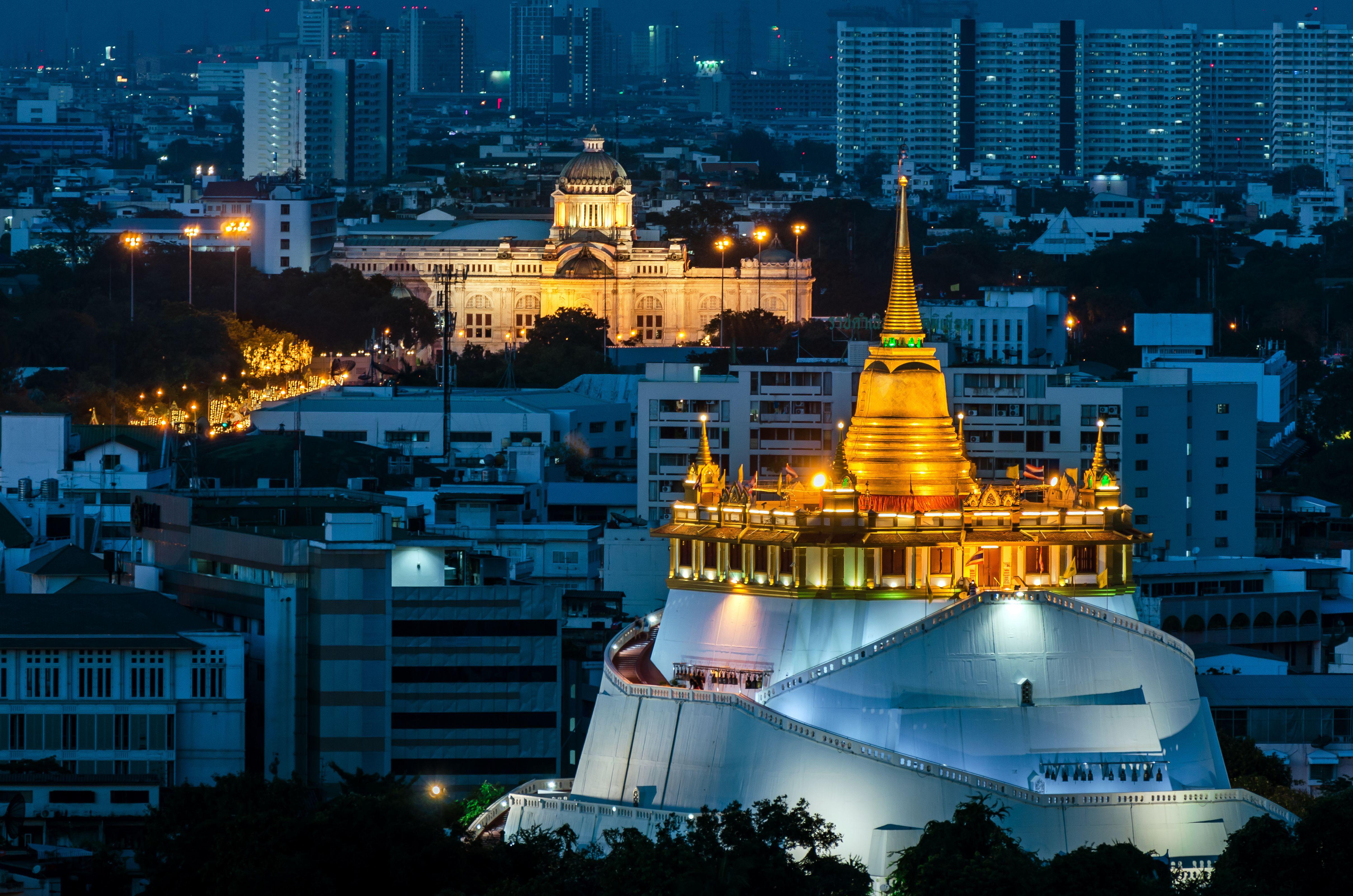 Wat Saket in Bangkok glowing golden at night