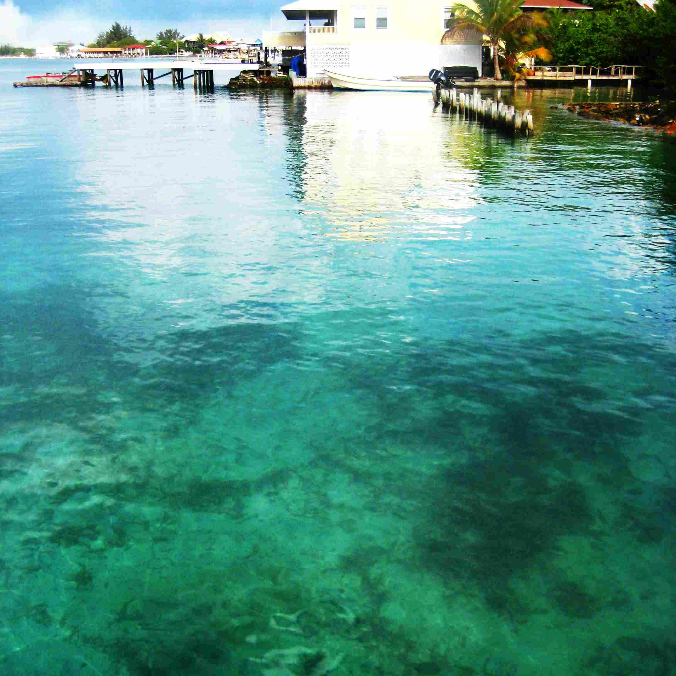 The clear blue water on Utila Island