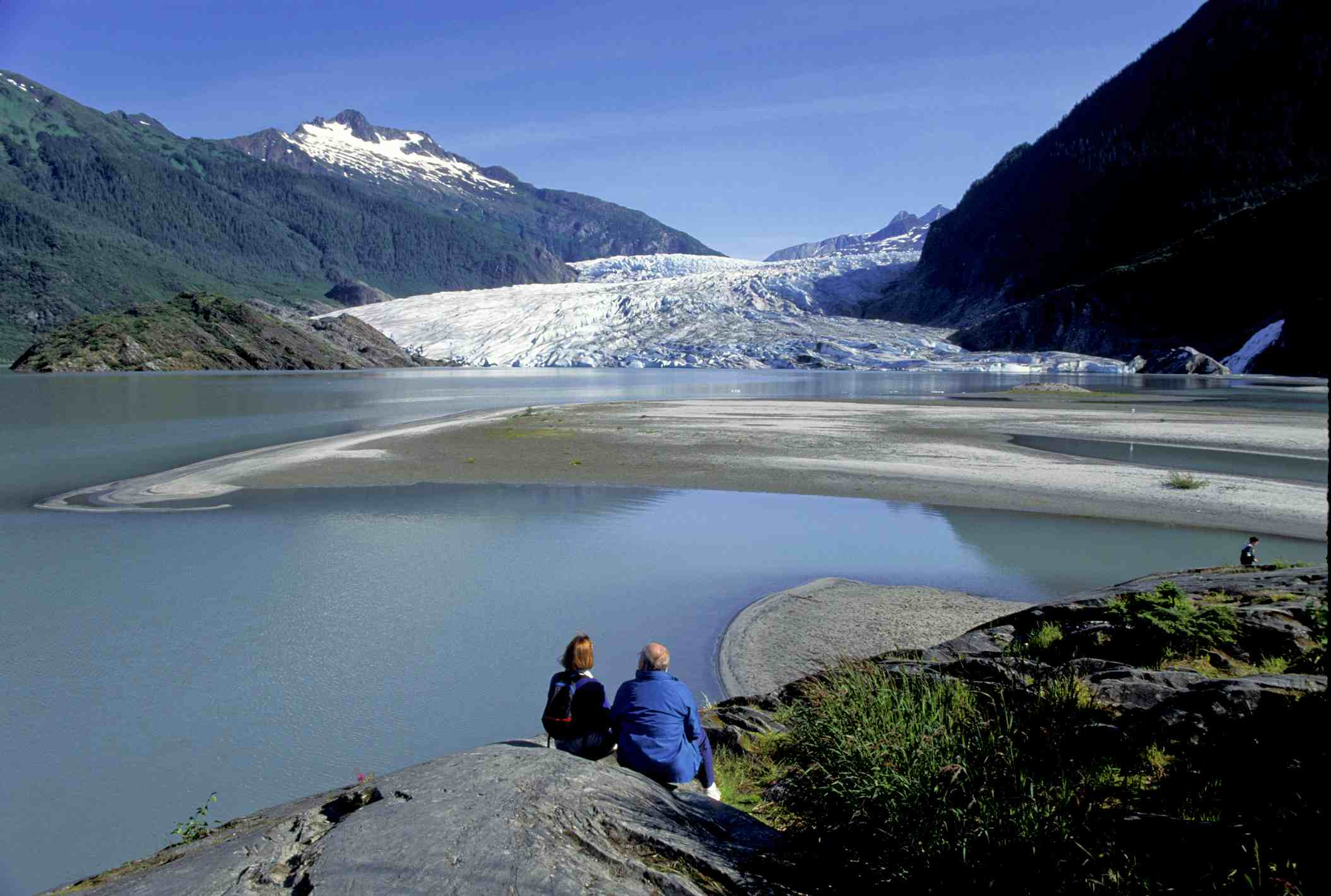 Alaska, Juneau, Couple On Photo Point Trail With View Of Mendenhall Glacie