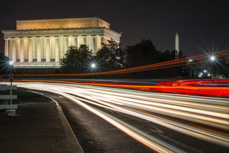 Monumento a Lincoln y monumento a Washington en la noche