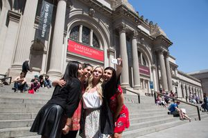 Group of girls taking a picture on Gossip Girl tour