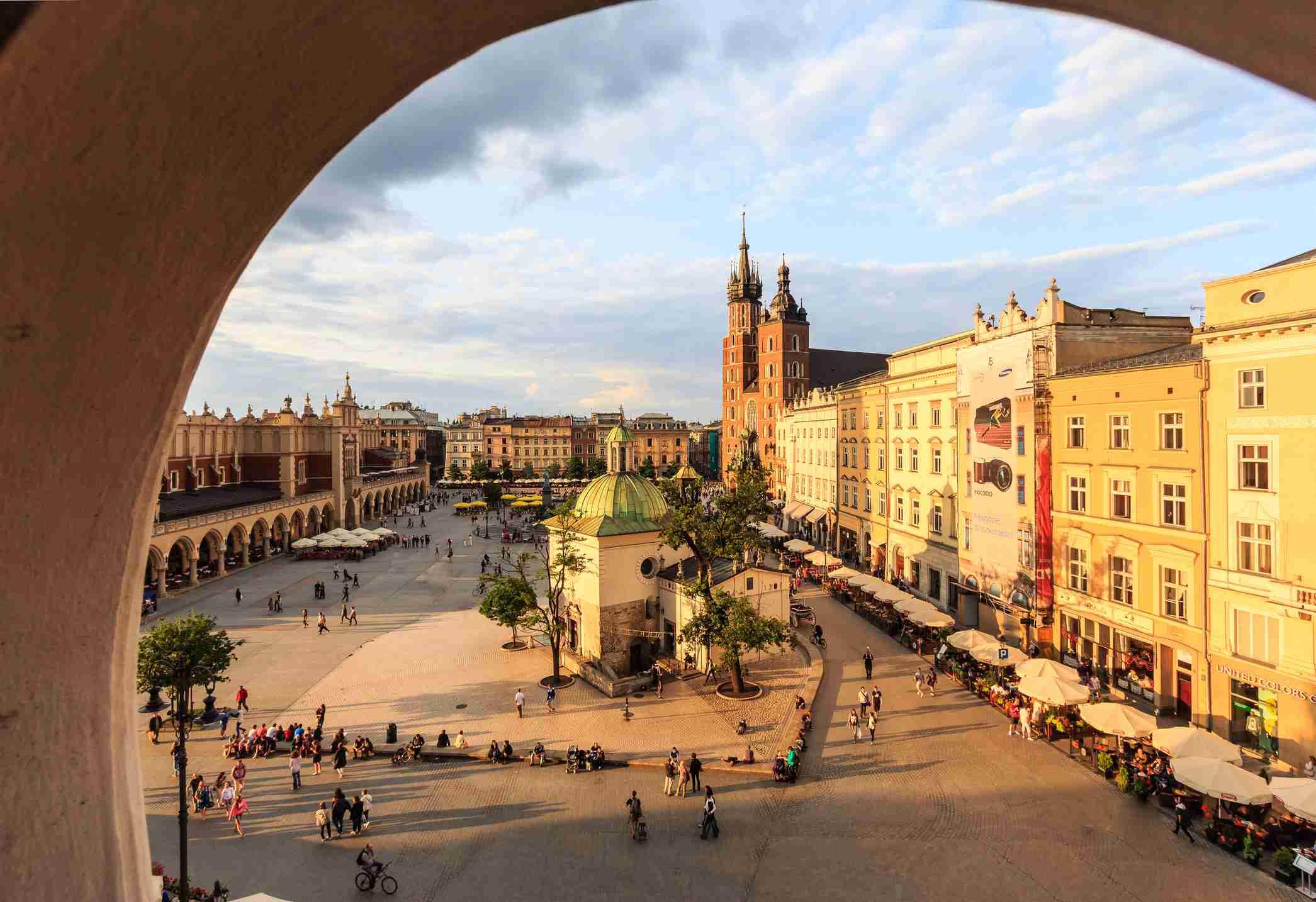 Cracovia, plaza principal con la basílica de Santa María