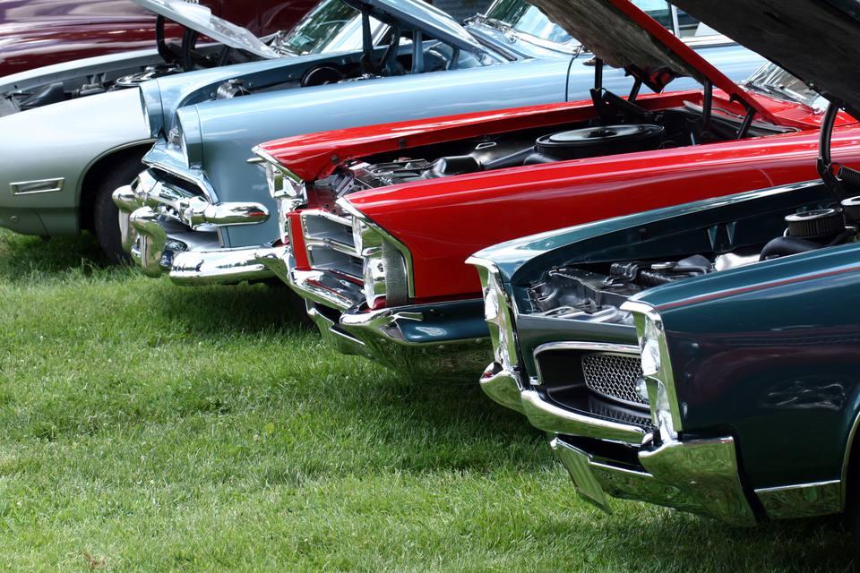 Exhibición de automóviles clásicos en Indiana Car Show. Vistoso. Verano.