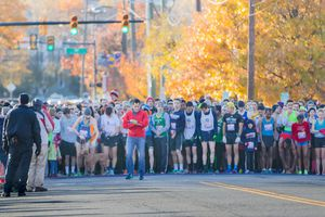 Runner lined up at the Alexandria Turkey Trot