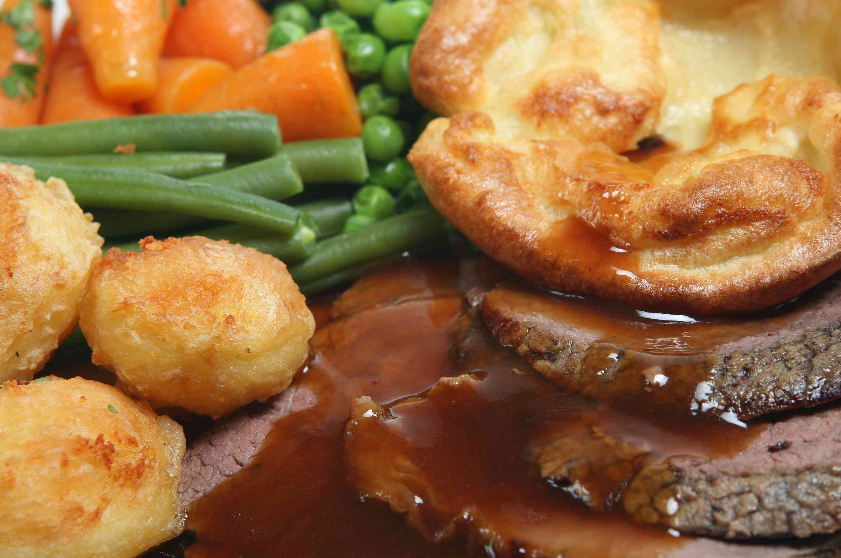 Roast beef, green beans, carrots, peas, roast potatoes and yorkshire pudding