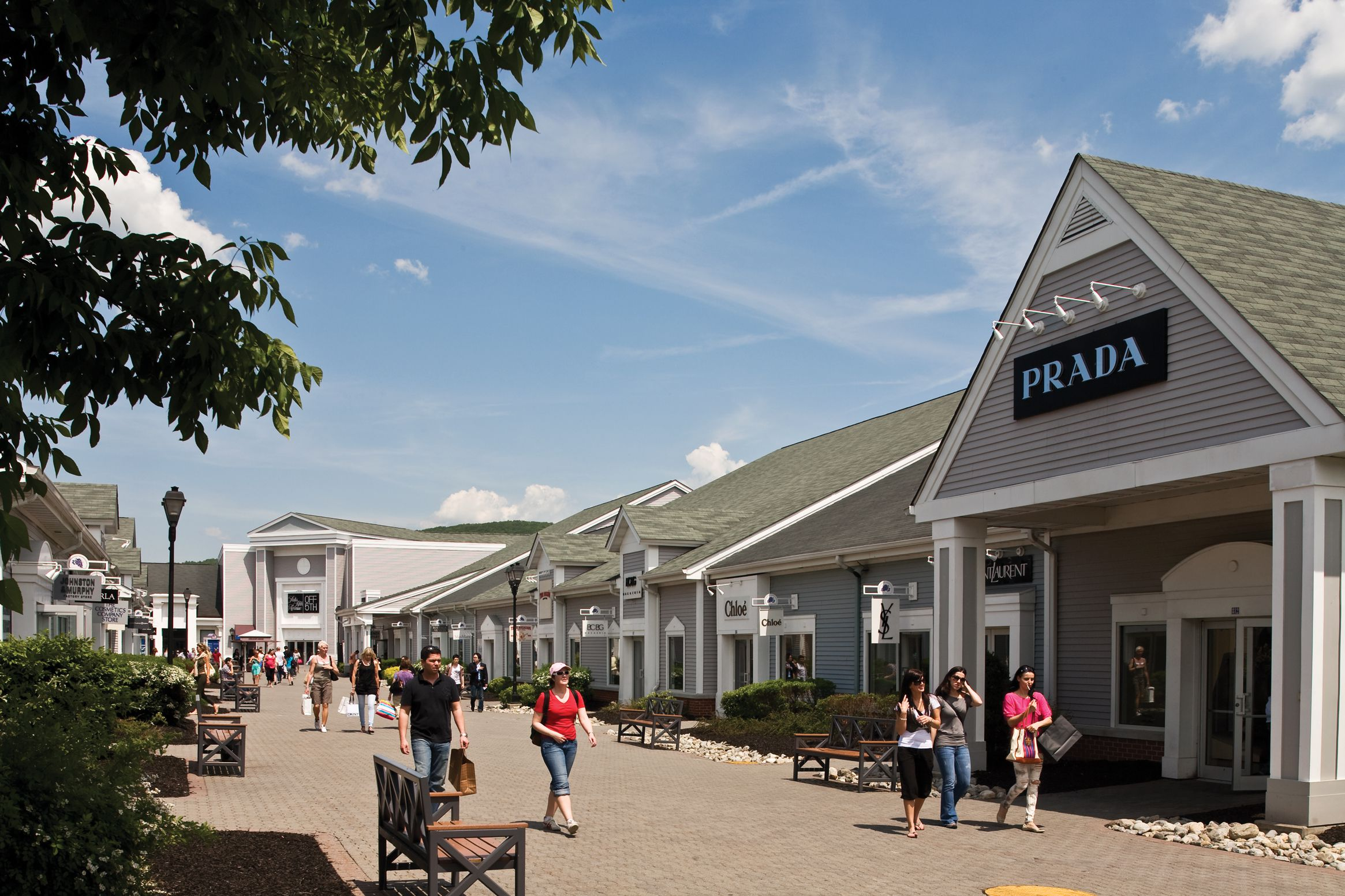 Woodbury Common Premium Outlets Visitors Guide