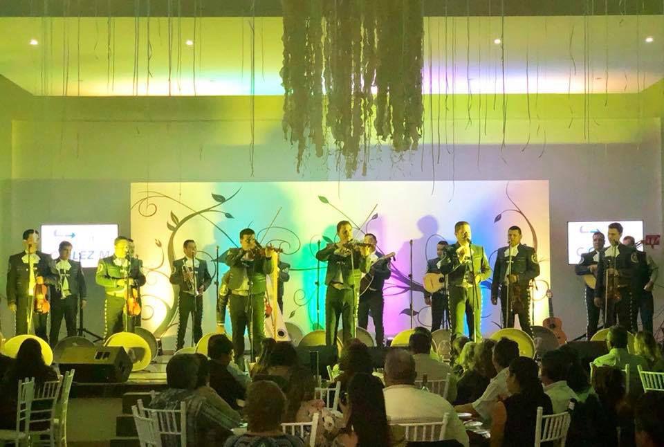 Large mariachi band of many musicians, Mariachi Nueva Tecalitlan