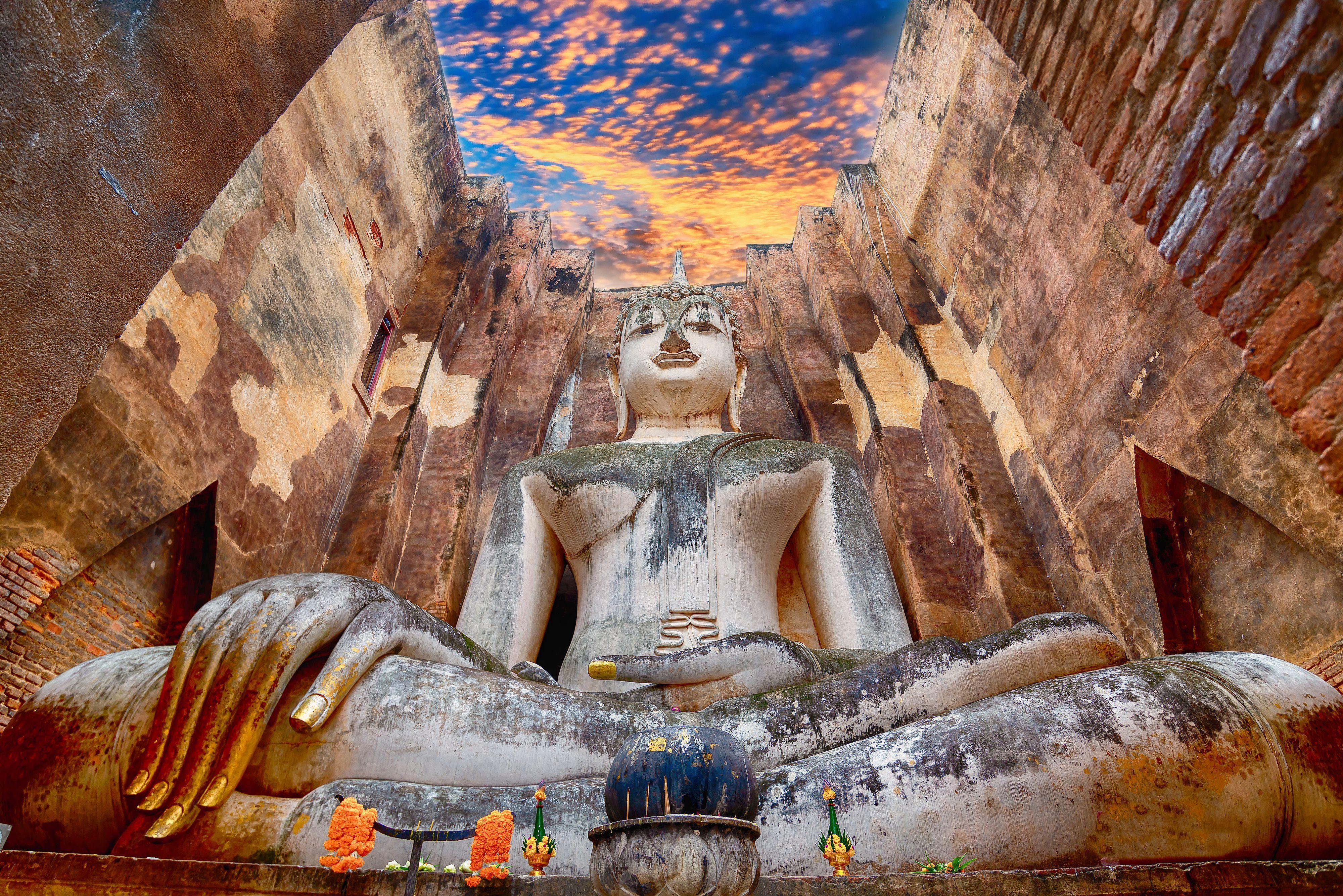 The Buddha statue at Wat Si Chum in Sukhothai