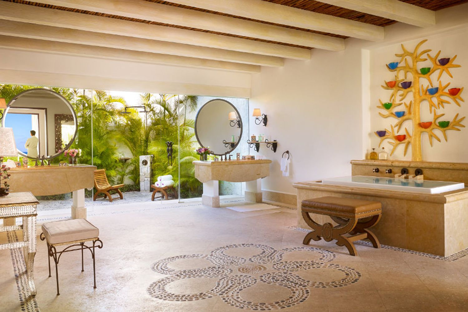 Best Hotel Bathtubs for Traveling Couples