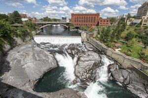 Wide shot of Spokane Falls