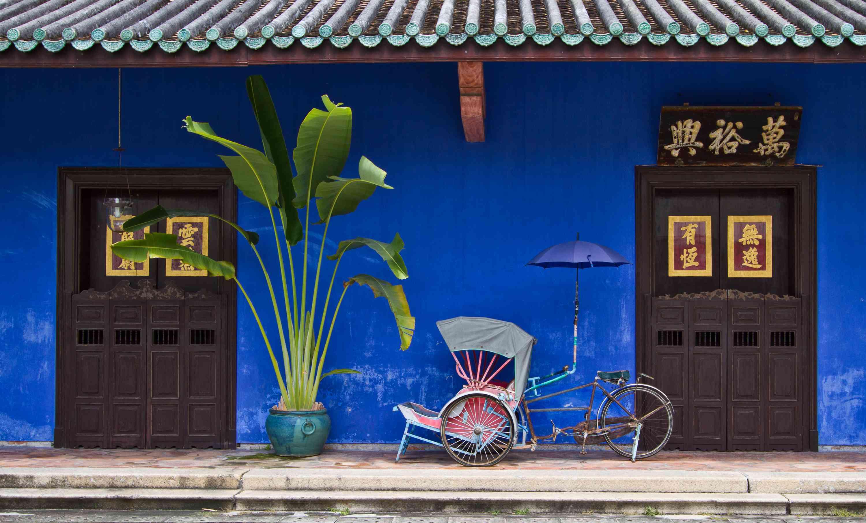 The Cheong Fatt Tze museum doors and trishaw in Georgetown
