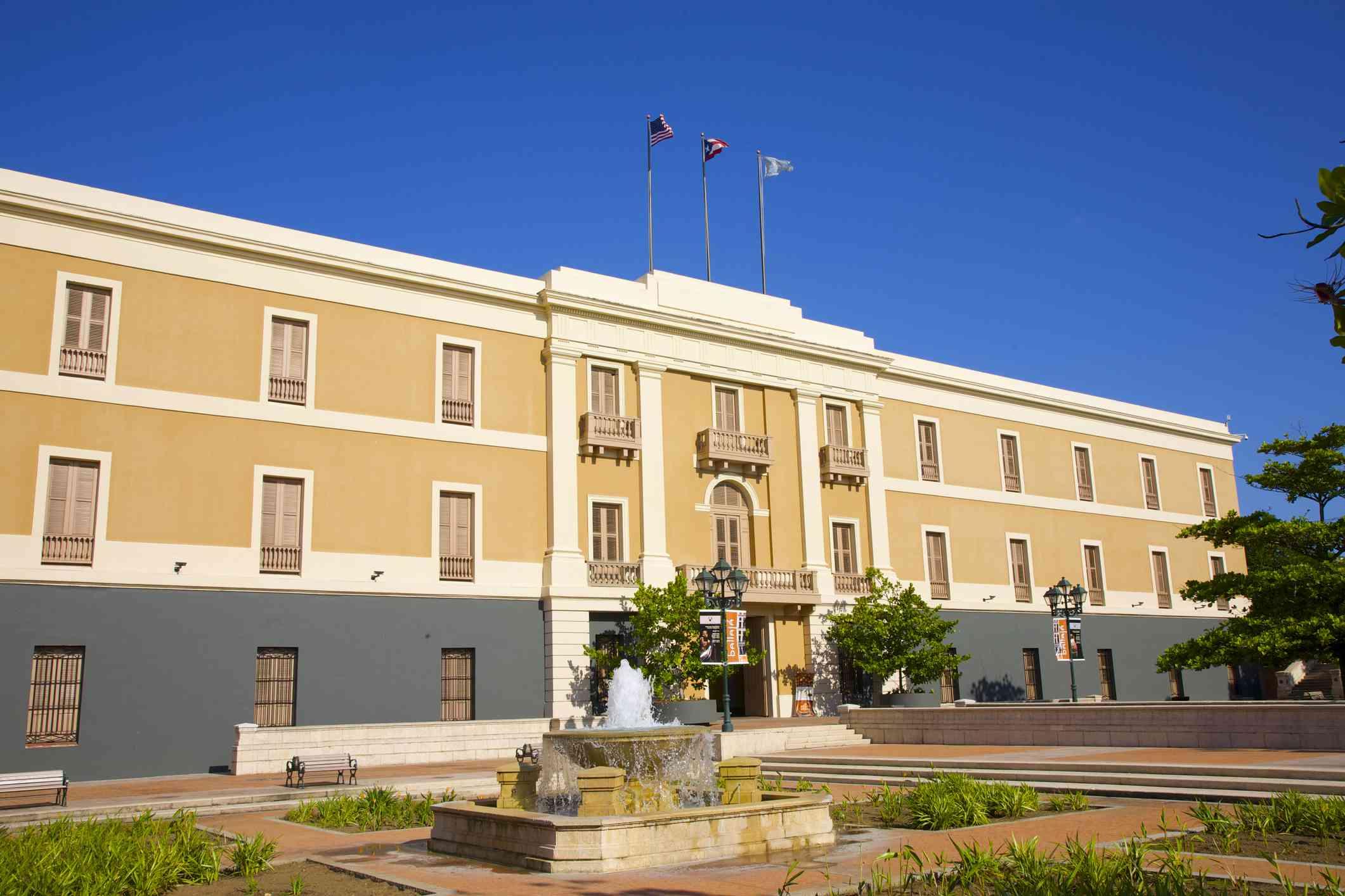 Museo de las Americas and plaza, San Juan