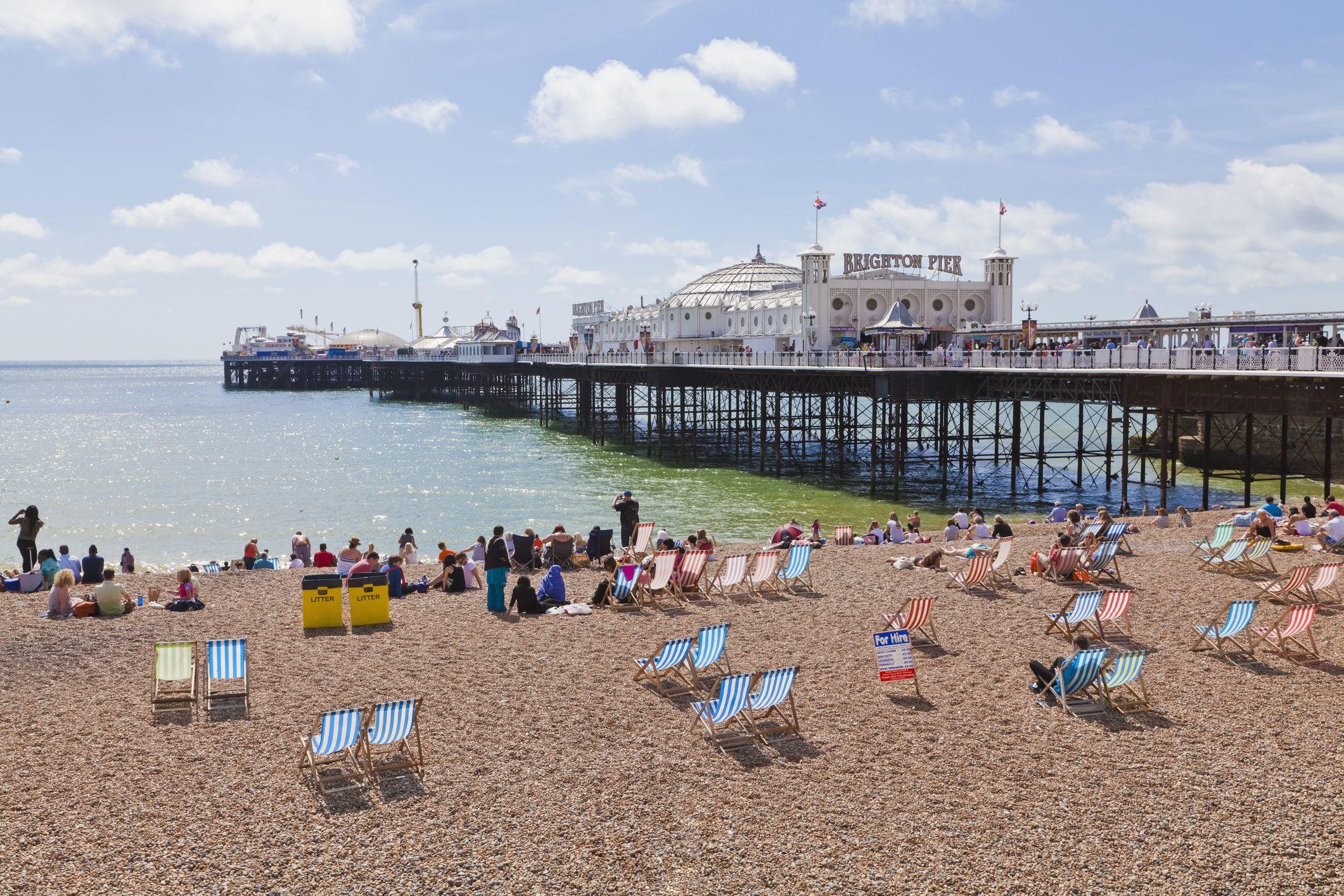 Inglaterra, Sussex, Brighton, Vista de la playa en Brighton Pier