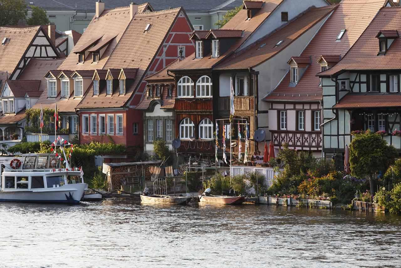 Alemania, Baviera, Bamberg, Vista del distrito histórico contra el río regnitz