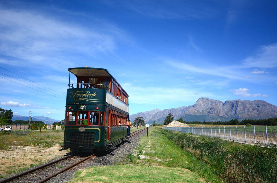 Franschhoek Wine Tram con las montañas Simonsberg en el fondo