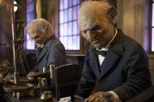 Animatronic characters count money at the Escape from Gringotts ride