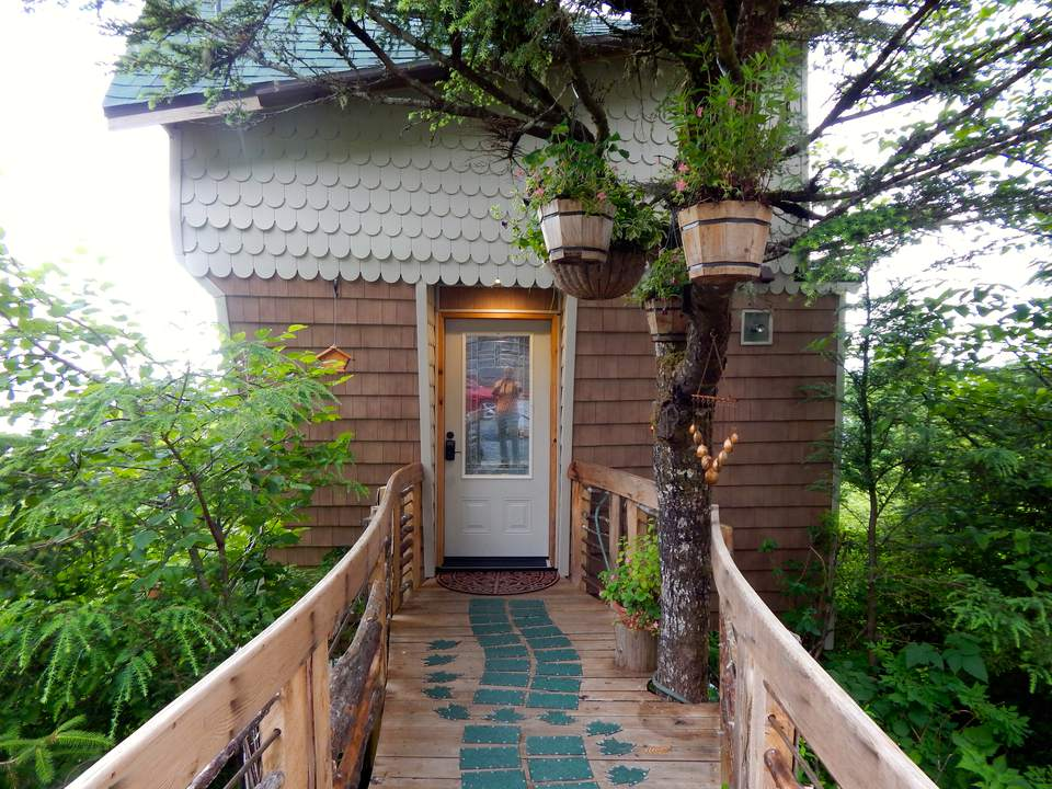 Raven's Reveal Treehouse, Sitka