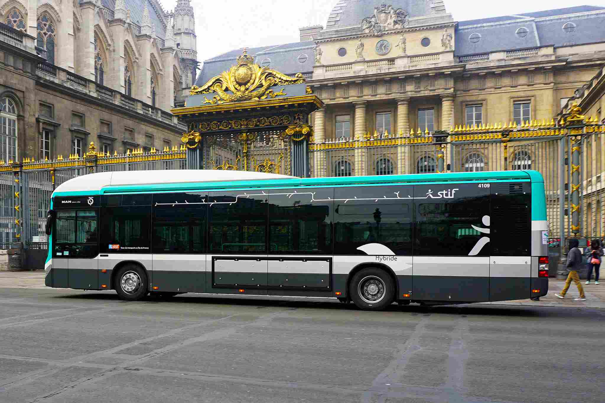 Taking a city bus can be a great, inexpensive way to go sightseeing in Paris.