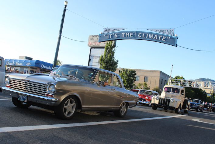 Back to the 50's event featuring retro cars in Grants Pass