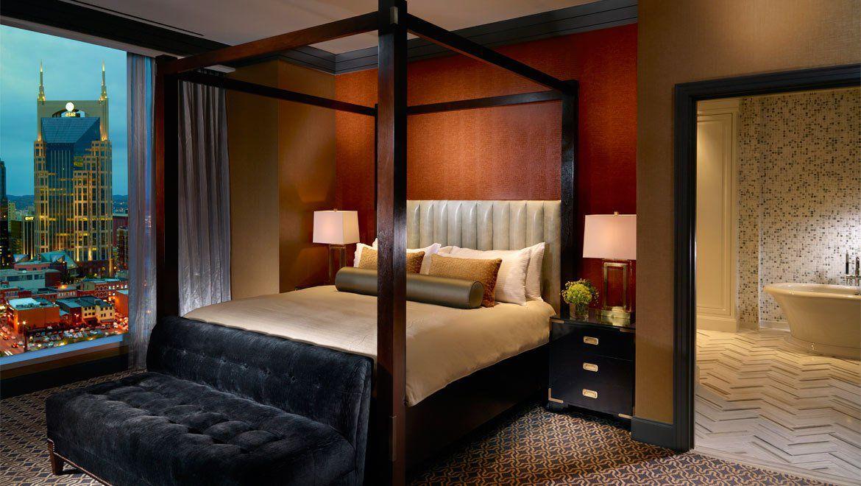 four-poster bed at Omni Hotel, Nashville