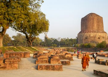 Dhamek Stupa is an ancient monument of Buddhist architecture. Located in Sarnath.