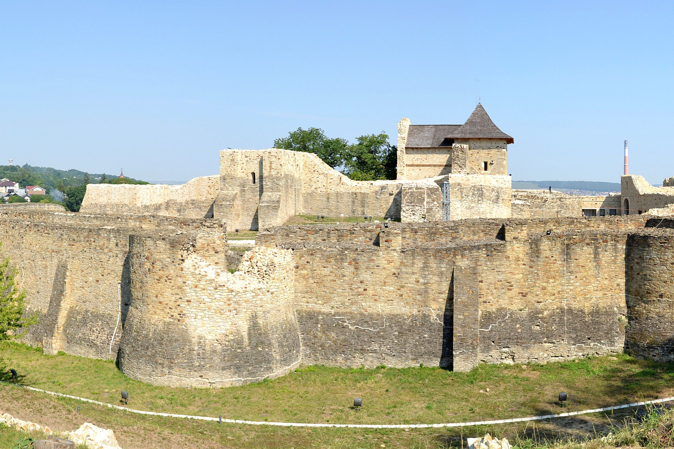 El antiguo castillo rumano conocido como Fortaleza de Suceava