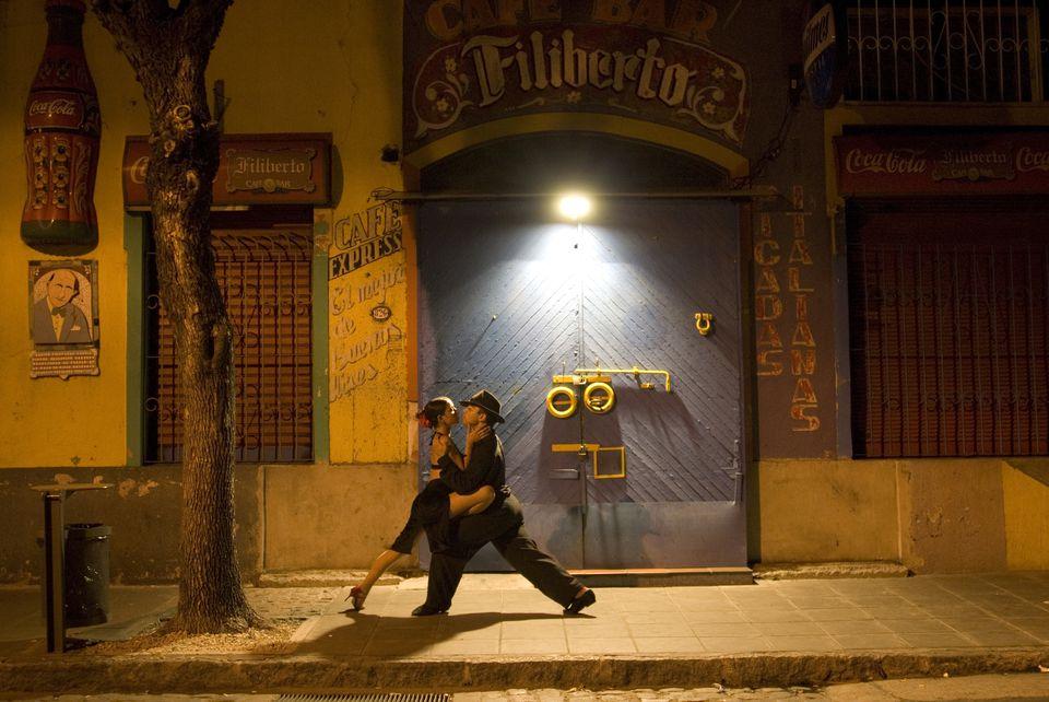 Bailarines de tango en La Boca