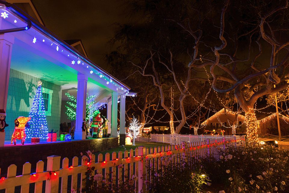 christmas holiday lights on robert road in redondo beach