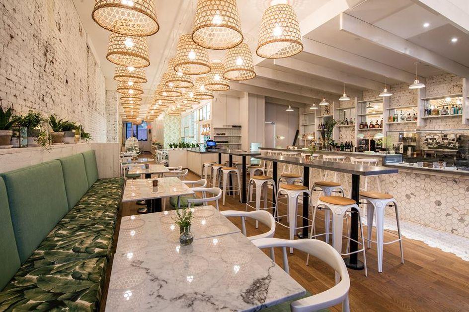 Las cosas que hacer en el Viejo Montreal incluyen comer muy buena comida en los siguientes restaurantes y cafeterías