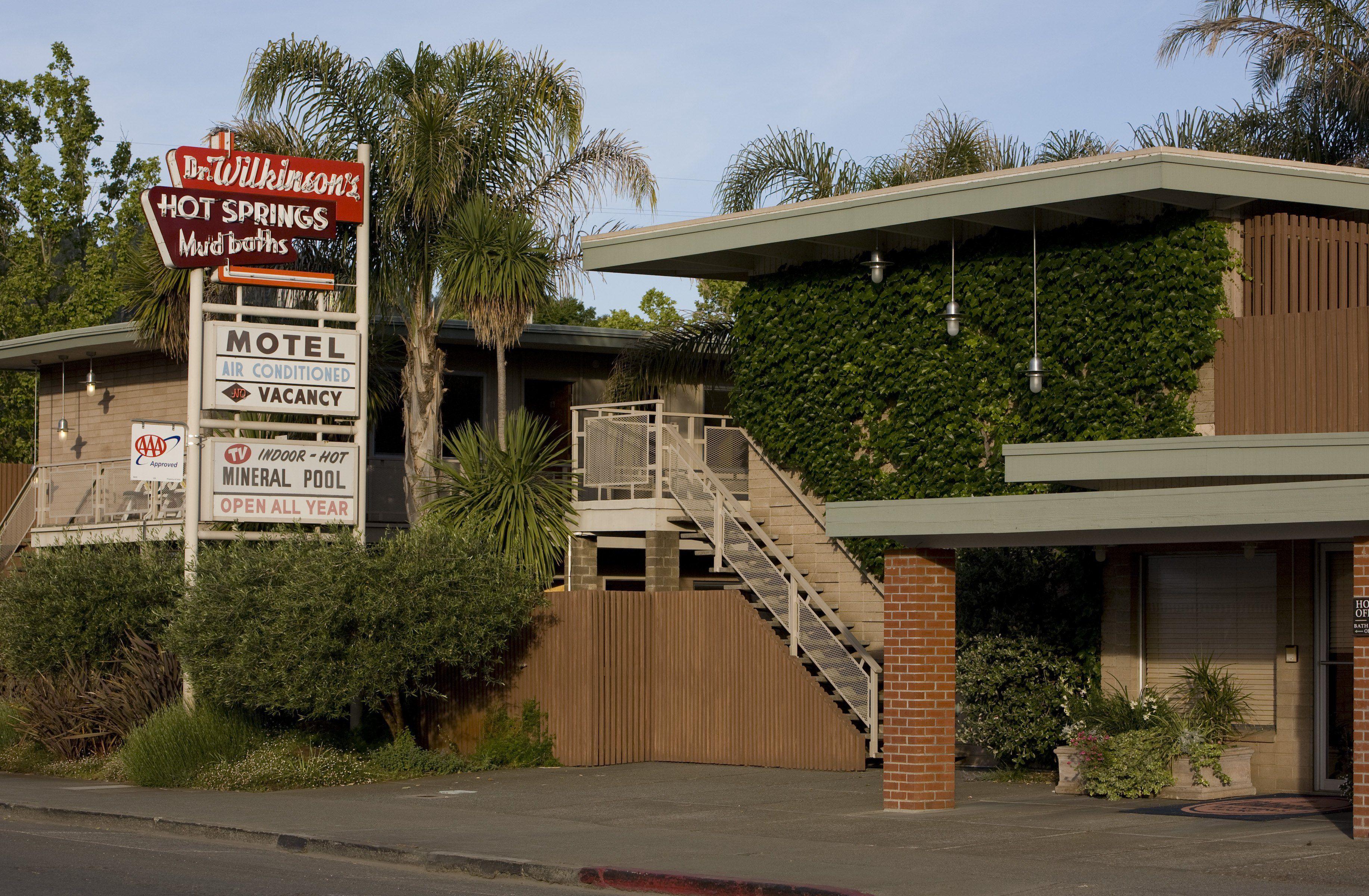 Dr. Wilkinson's hot springs and mineral bath motel, Calistoga, California