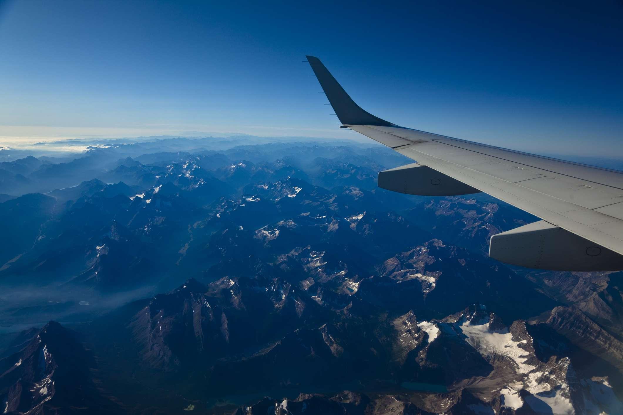 Volando sobre las montañas rocosas canadienses