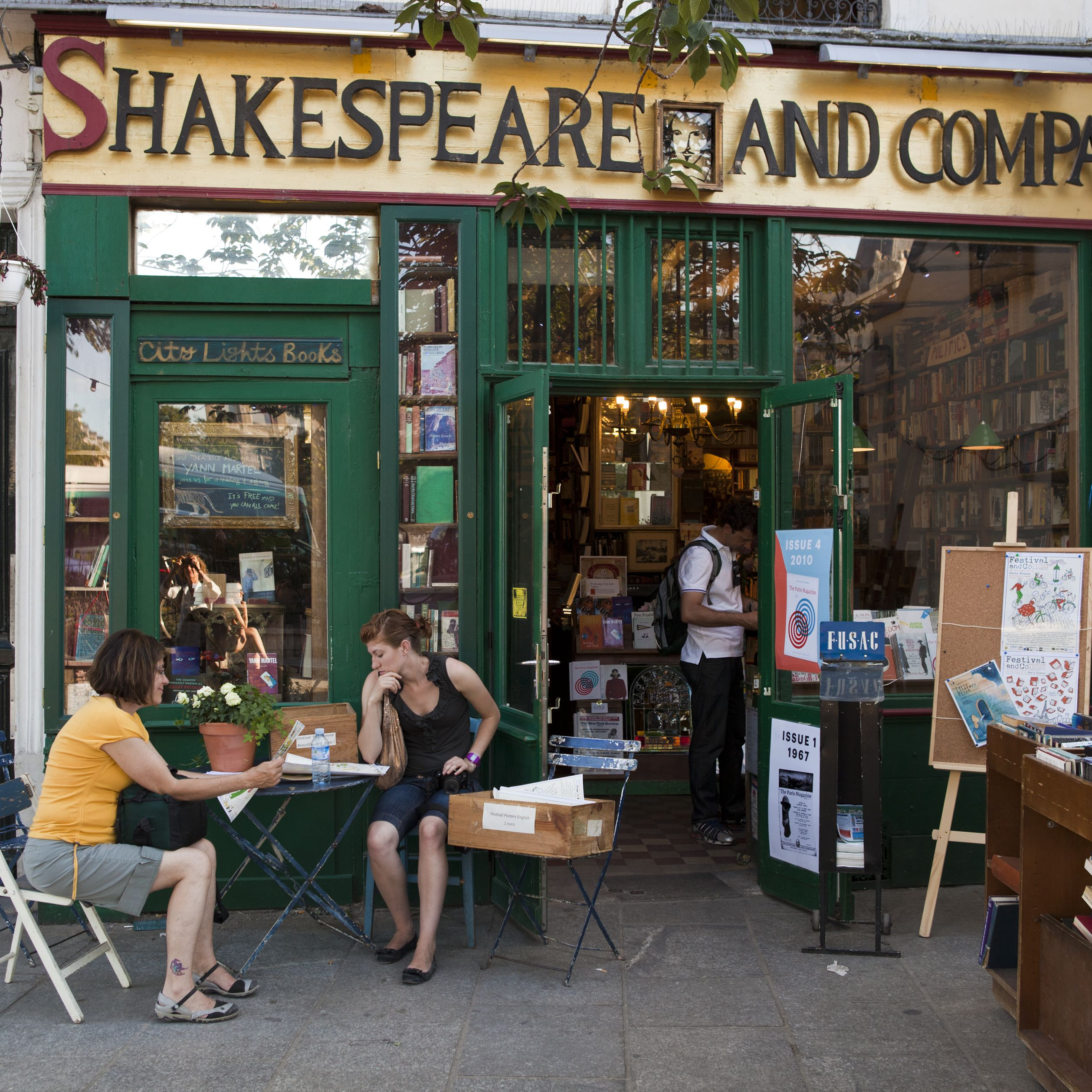 A Guide to the 5 Best Independent Bookstores in Paris