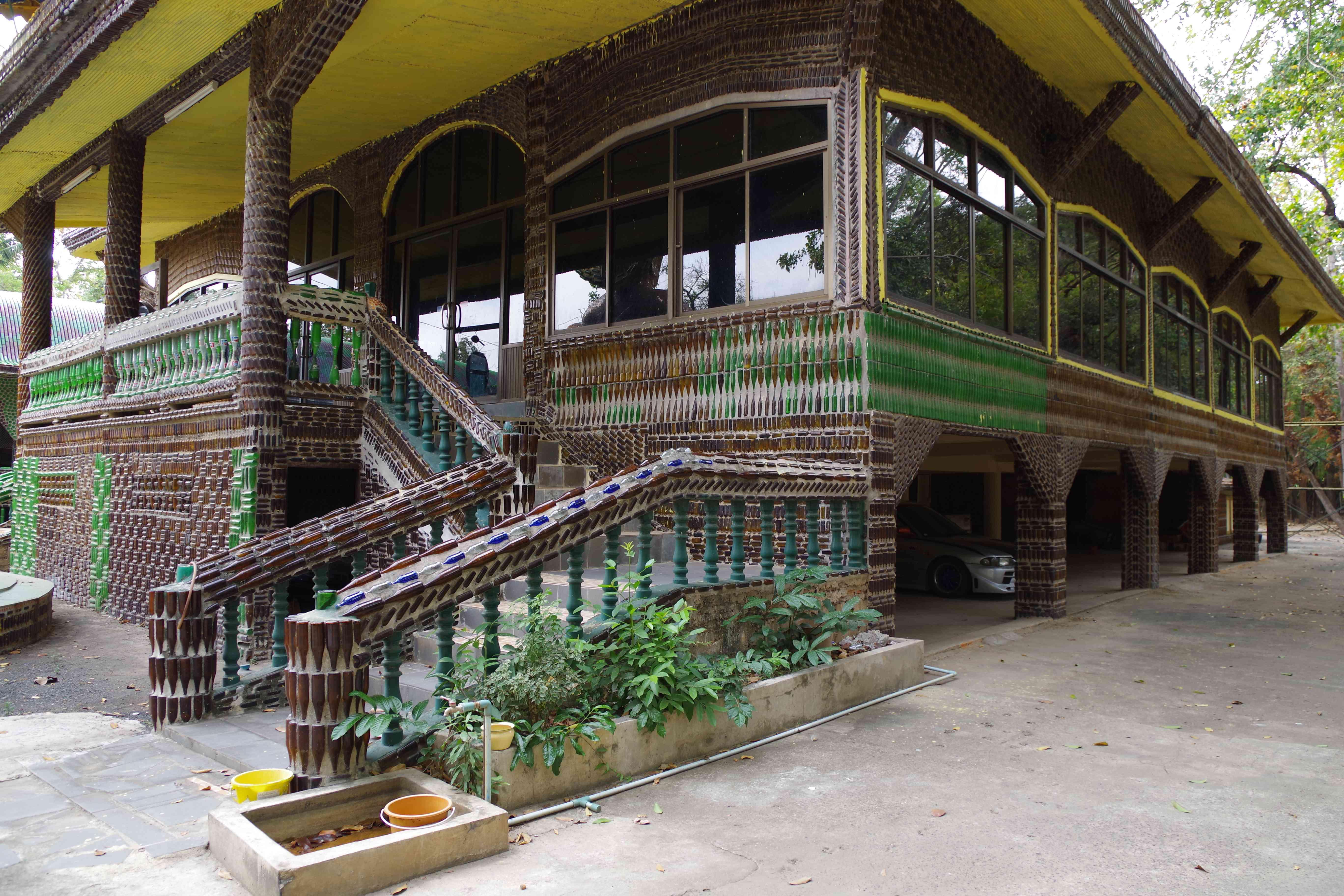 Wat Pa Maha Chedi Kaew in Sisaket
