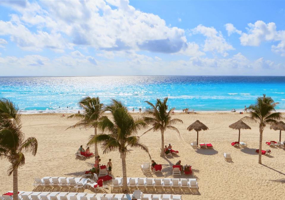 cancun ten mile beach strip clubs