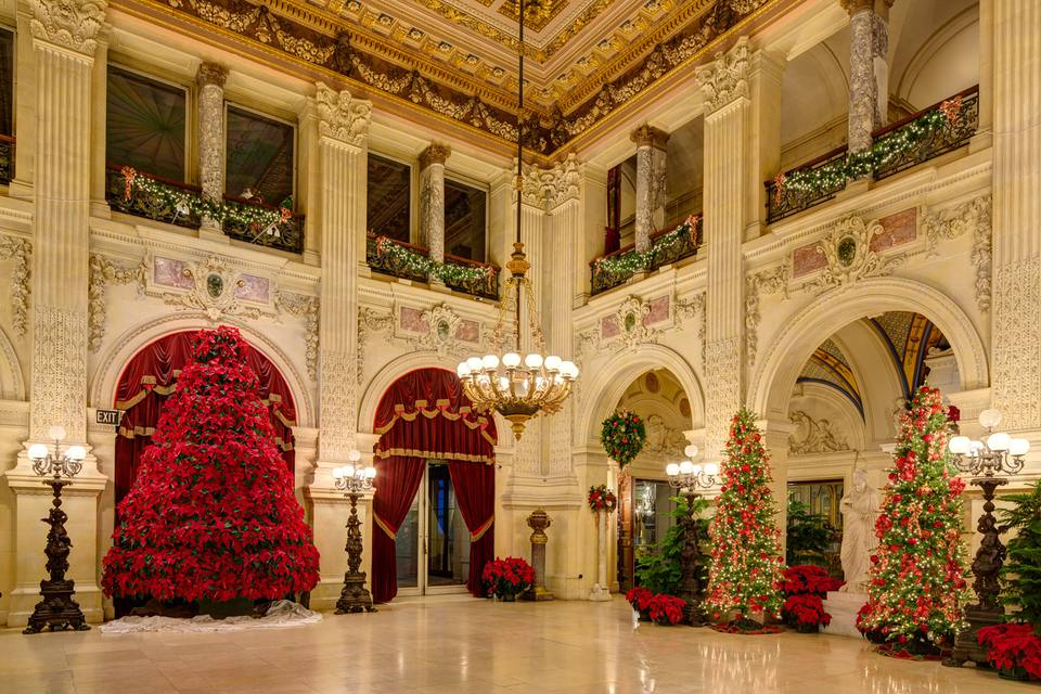 newport mansions decked out for christmas