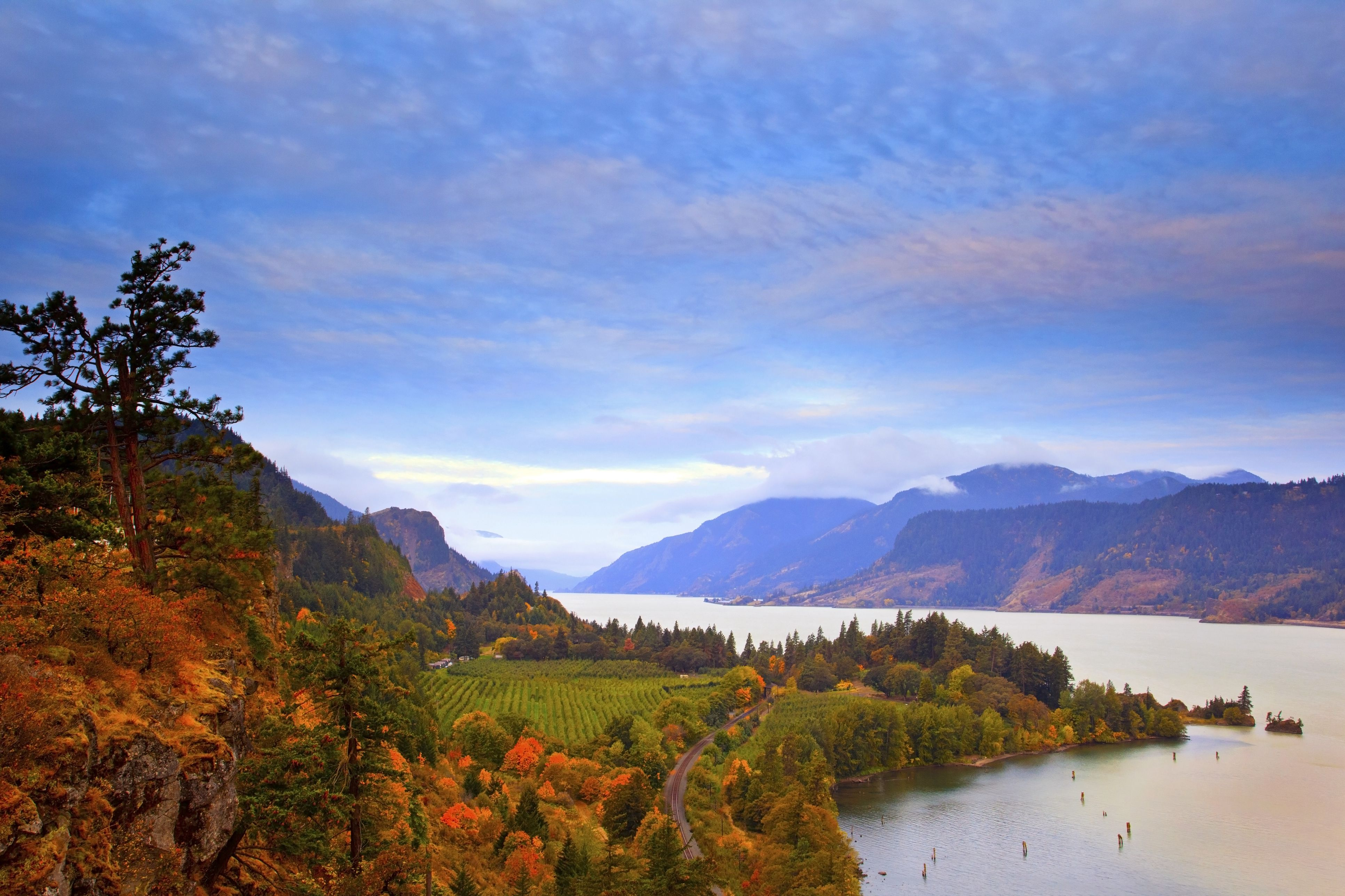 sunrise over Columbia River, Columbia River Gorge National Scenic Area, Oregon, Pacific Northwest.