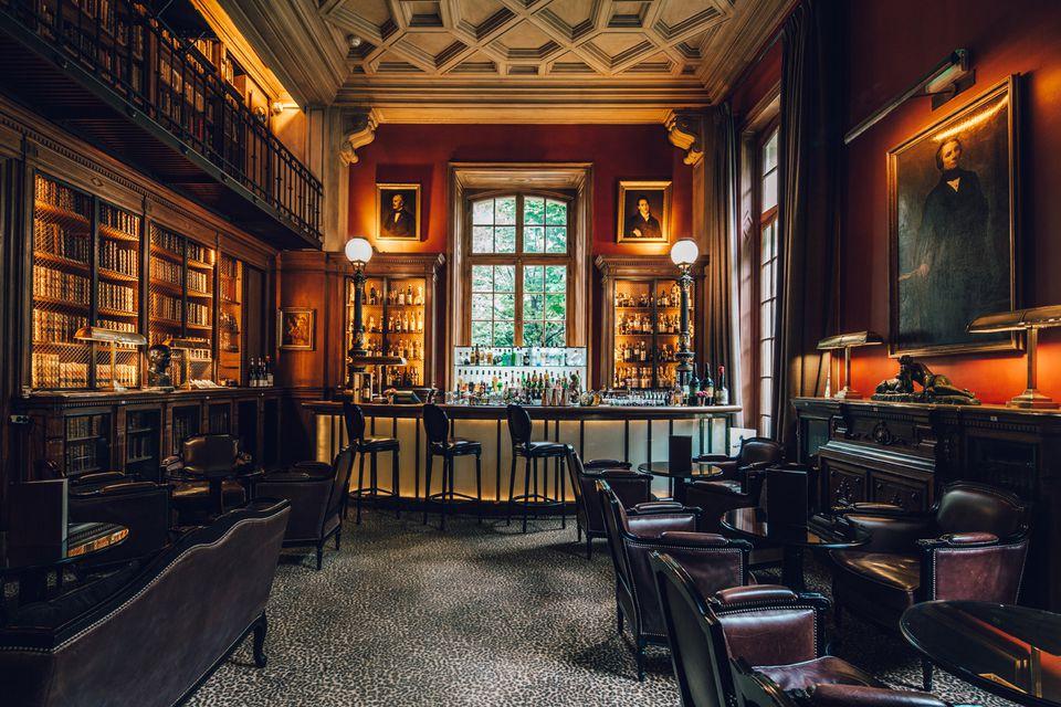 The 'library bar' at the Saint-James Paris