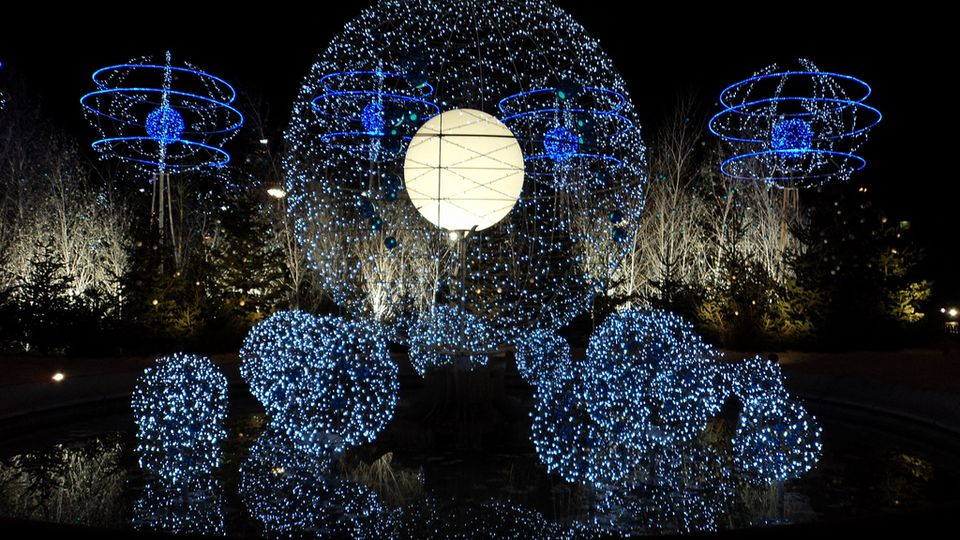 festive activity 1 see gorgeous holiday lights and displays