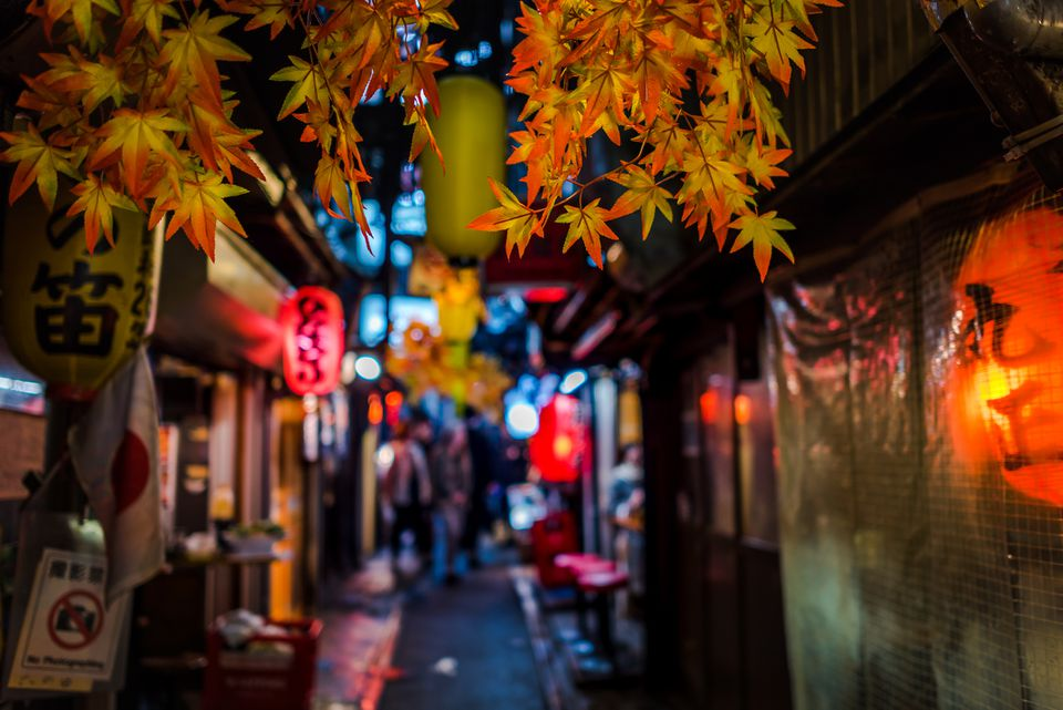 japanese street food at omoide yokocho shinjuku tokyo japan