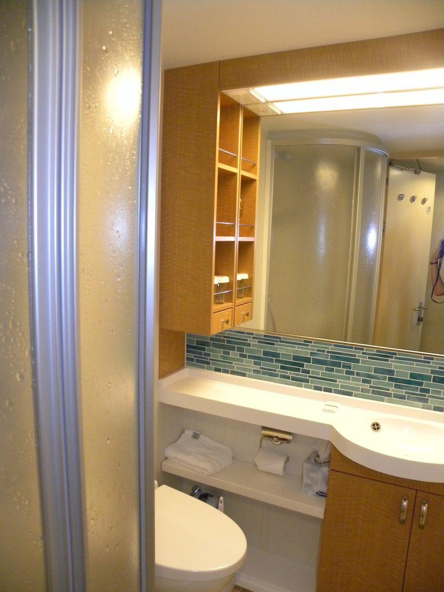 Oasis of the Seas - Standard Bathroom