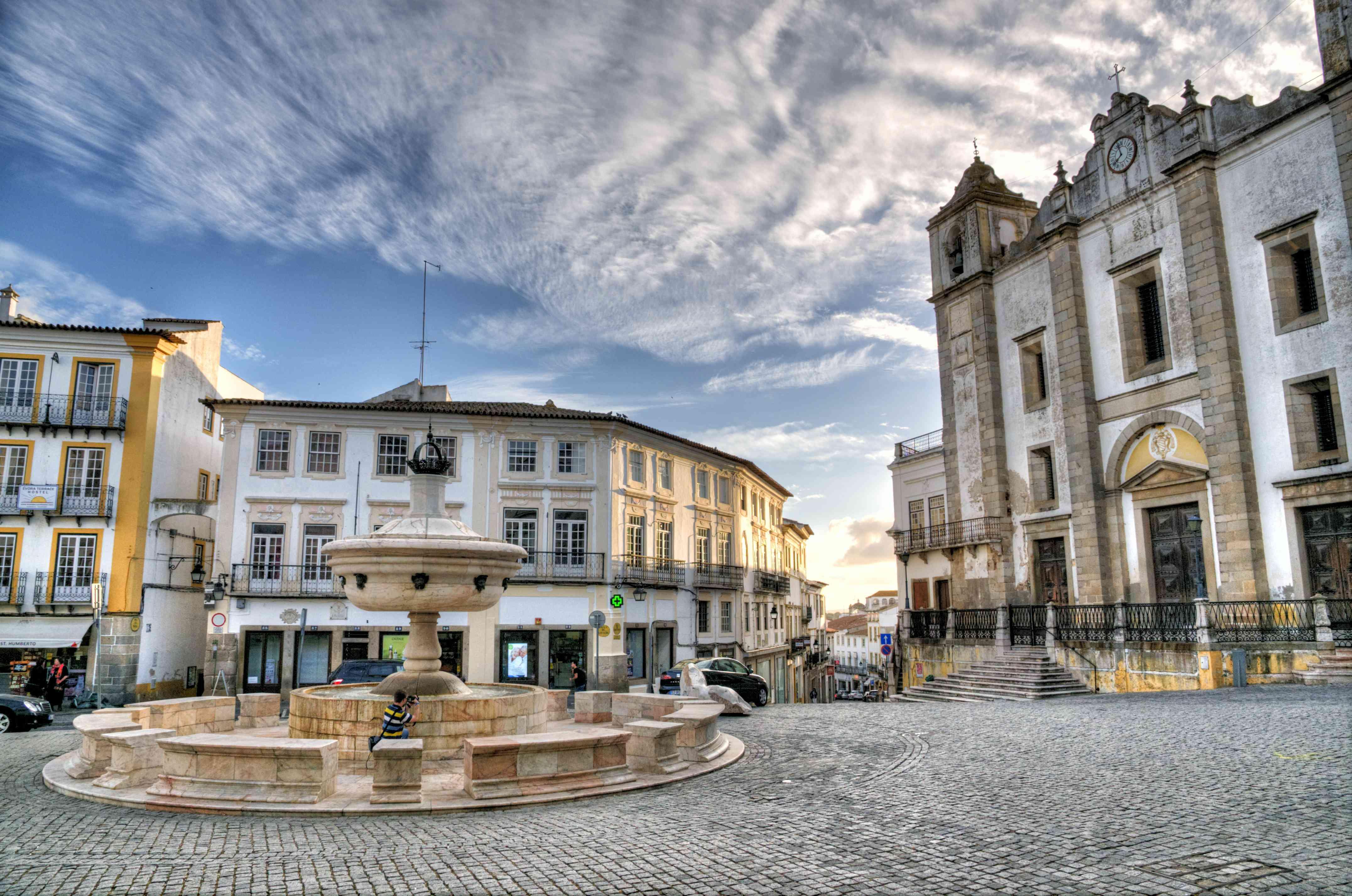 Fountain in baroque style in the Praça do Giraldo Square in Évora, Portugal