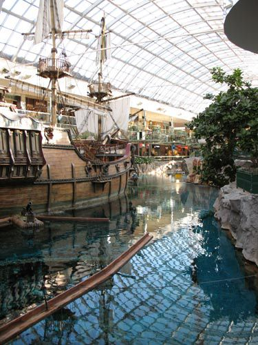 Fantasyland Hotel And West Edmonton Mall In Alberta Photo