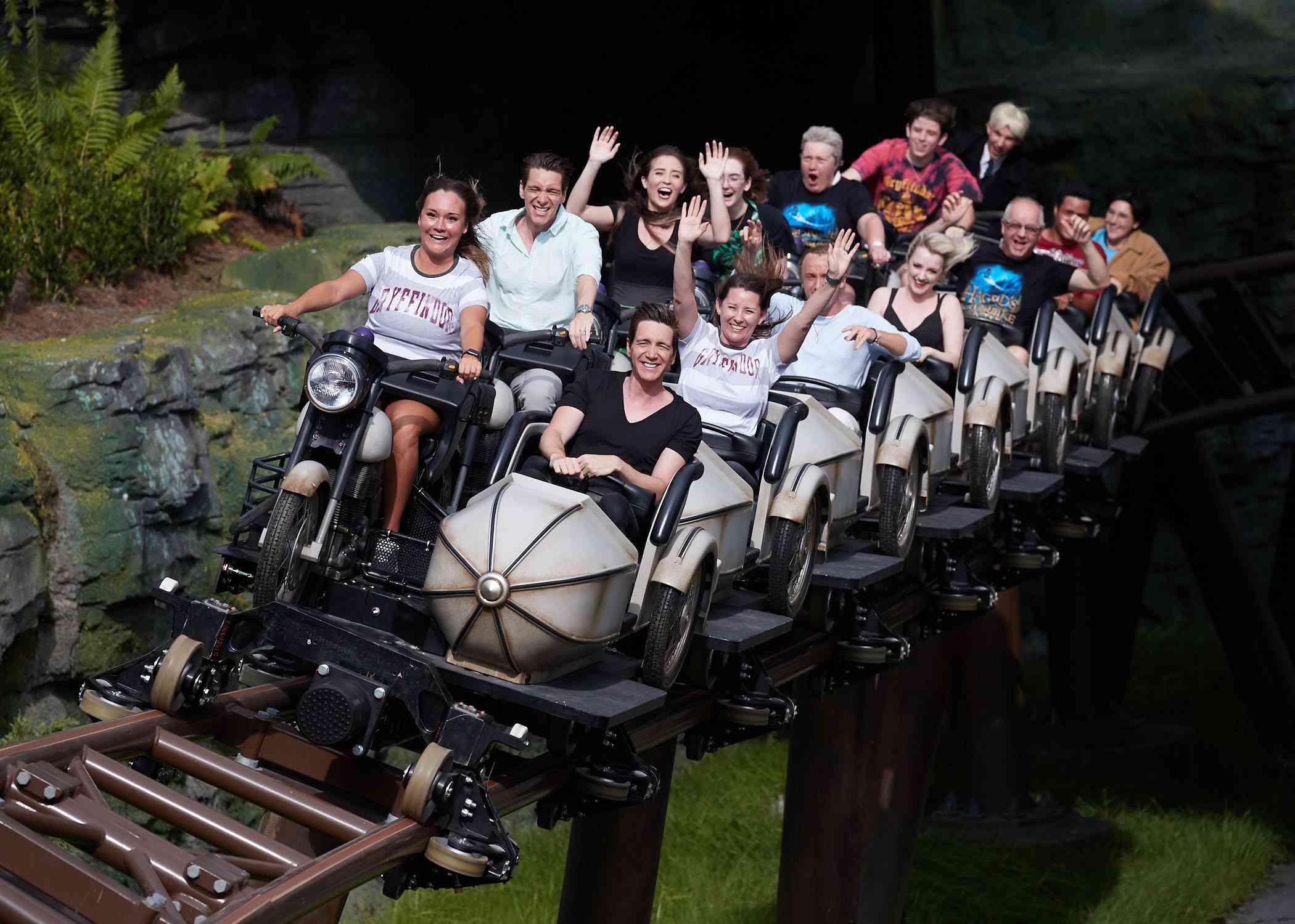 estrellas de cine de Harry Potter en la montaña rusa Hagrid en Universal Orlando
