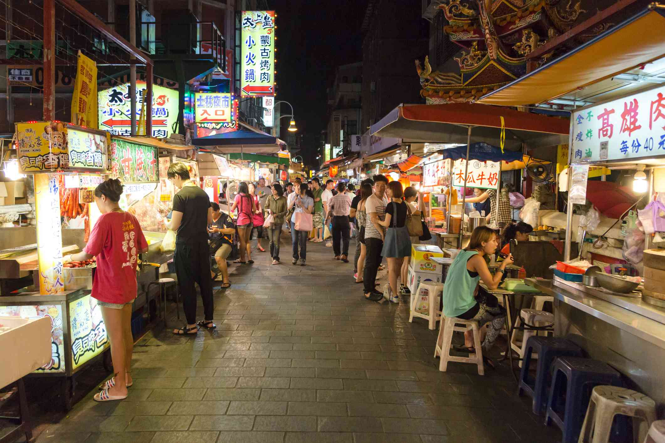 People eat street food for dinner in the famous Shilin night market in Taipei, Taiwan capital city